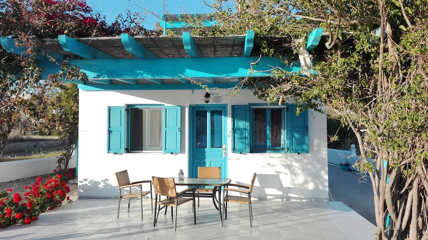 Moustakas Beach Cottage - Adamas - Byt