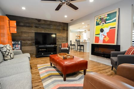 ◈ Artistic Escape ◈ 2BR/2Bath ◈ Pet Friendly