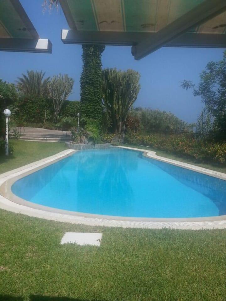 Splendida villa con piscina immersa nel verde