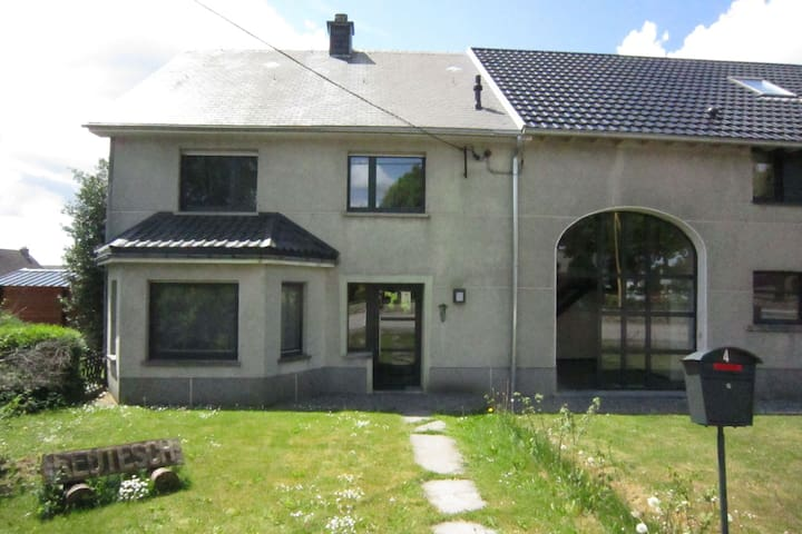 Sunny holiday home in the quiet village centre in the heart of the High Fens-Eifel national park