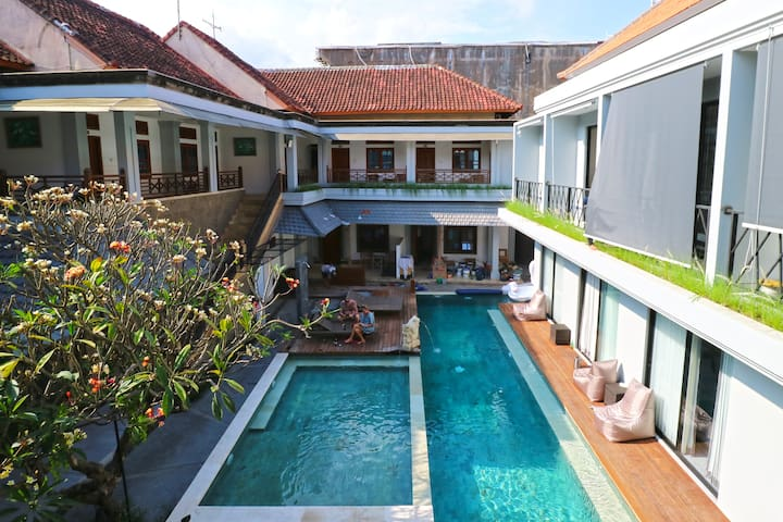 Cheap Deluxe Pool Access Near to Kuta Beach