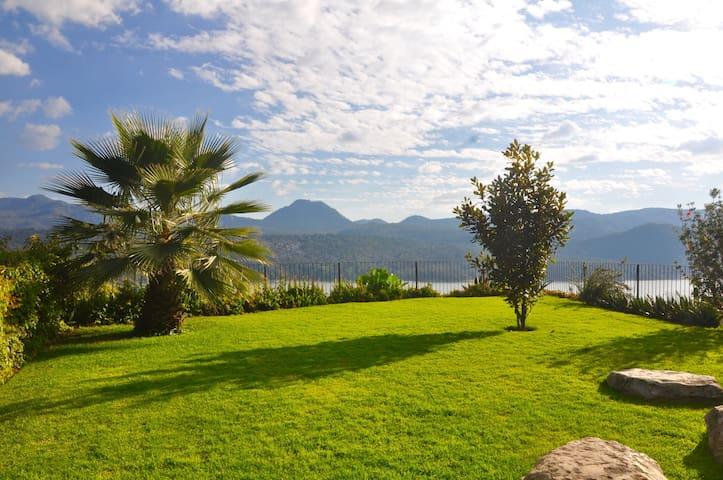 Hermosa casa con Inigualable vista al  lago !