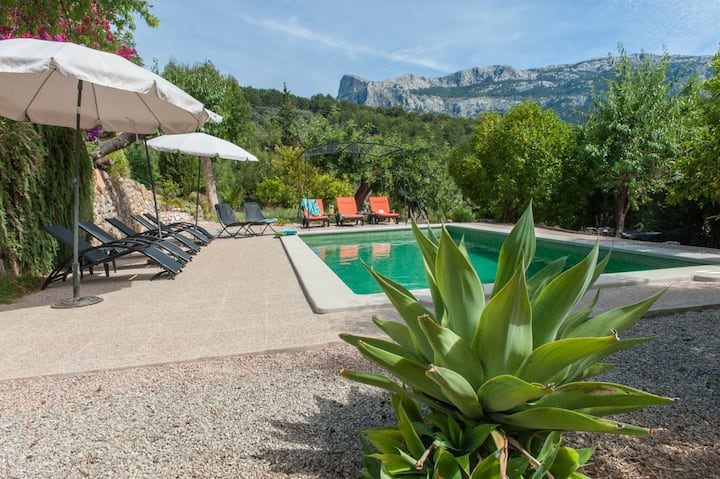 Finca with mountain views & private pool