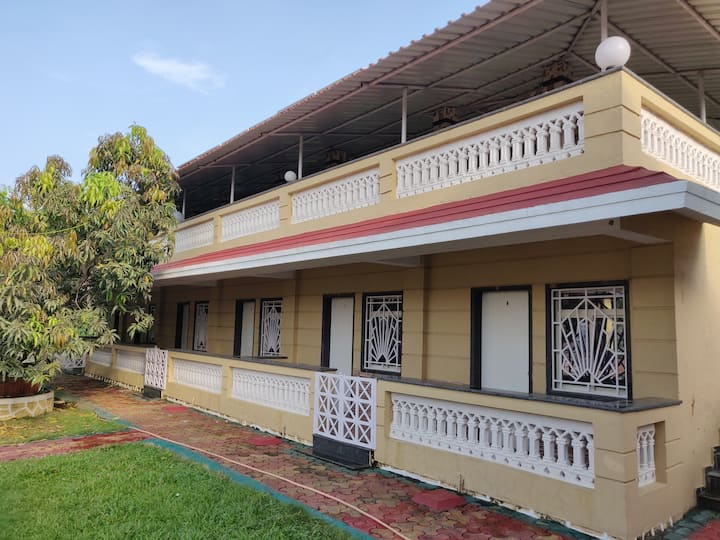 A private 11 Bedroom Cozy Stay at Alibaug