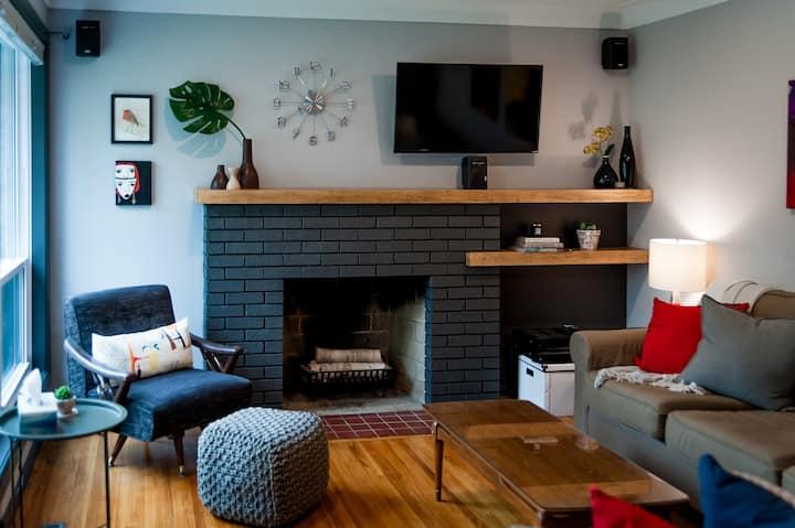 Cozy 2BR home -convenient central location near DT