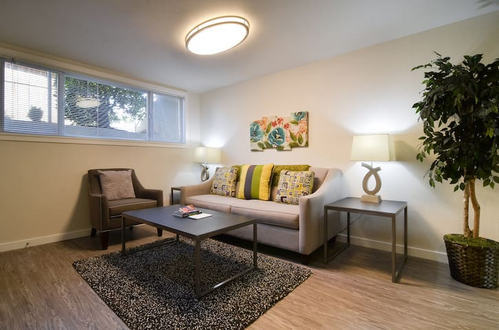 ★Gorgeous Apt in Awesome Neighborhood w/Parking