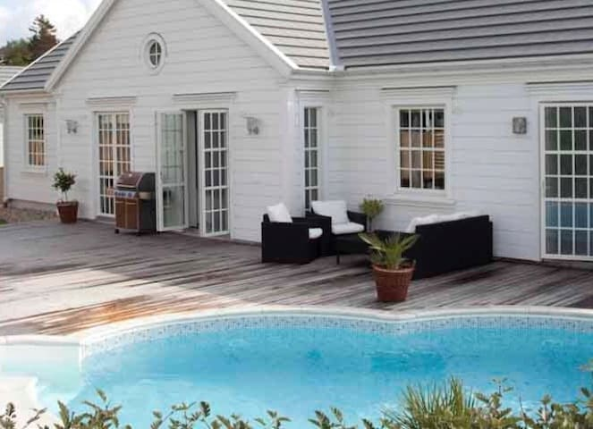 Gothenburg- Attractive home by the sea with pool