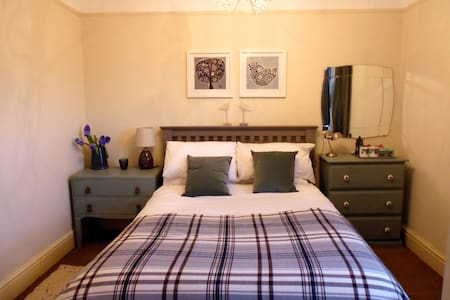 Comfortable en-suite room in Georgian house - Abergavenny - บ้าน