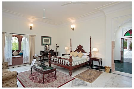 Deluxe Heritage Polo Property 10 mins from Amber (Khas Bagh)