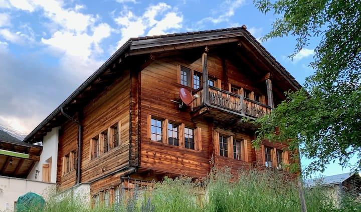 Sehr sonniges Ferienhaus in den Bündner Bergen