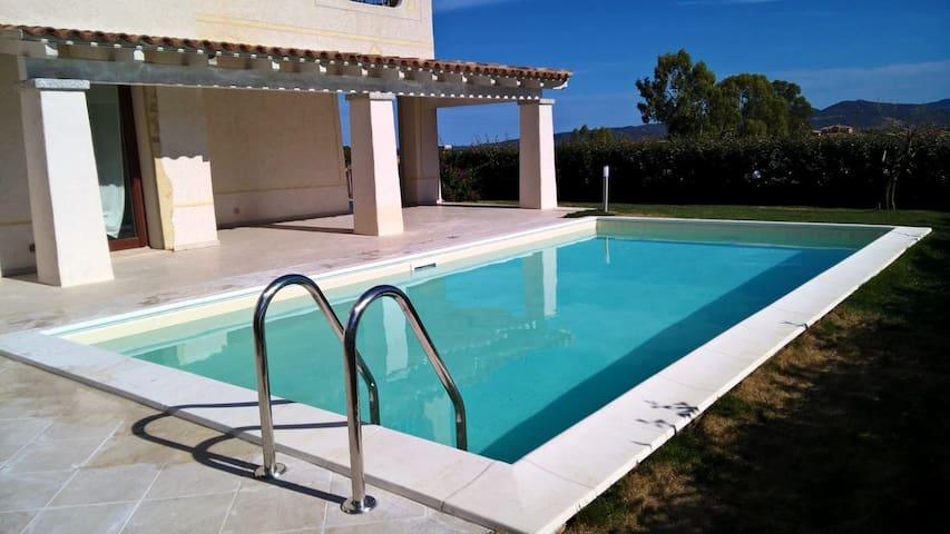 Villa con piscina a due passi da Coda Cavallo - Case Peschiera-lu Fraili - Villa
