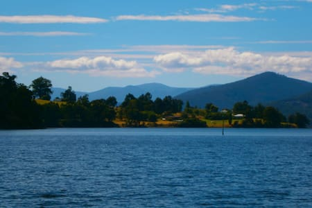 On the Huon - Castle Forbes Bay - Daire