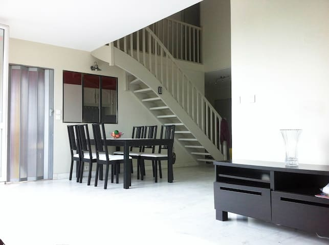 Spacious duplex close to Paris/Disney Land - Neuilly-sur-Marne - Apartamento