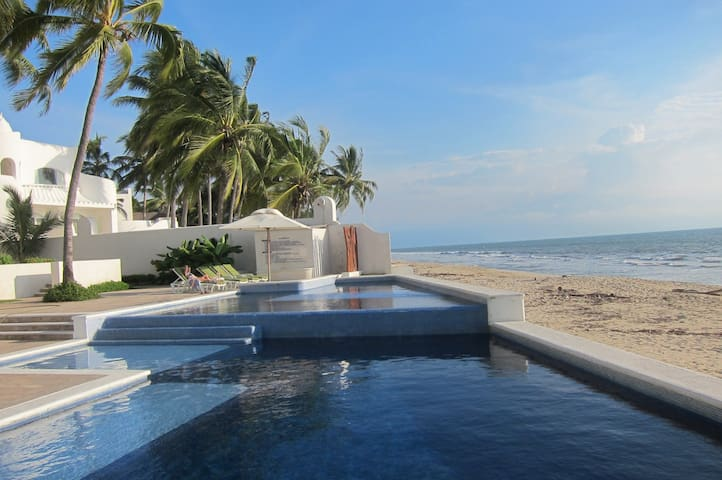 Beautiful beach front villa - panoramic ocean view