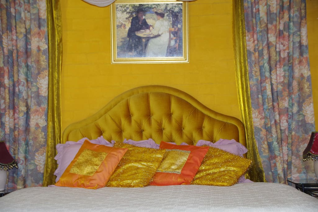 Luxurious King SizeBed