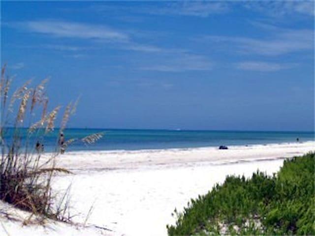 St. Armand's & Lido Beach Getaway