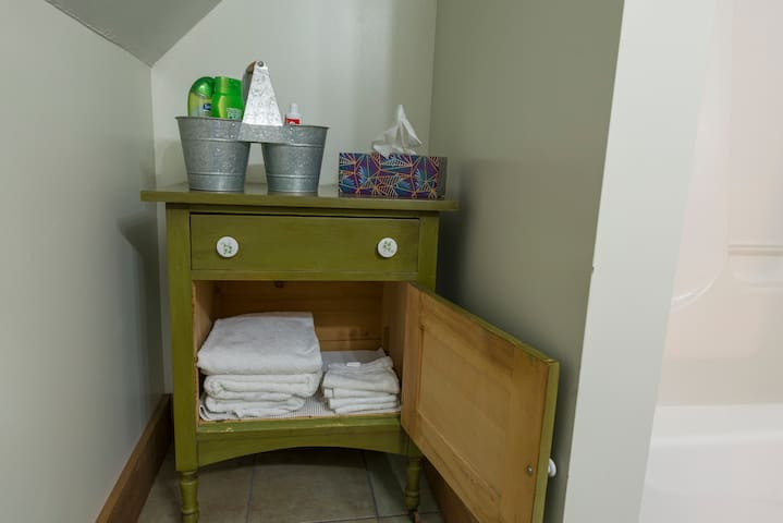 Linens and towels provided