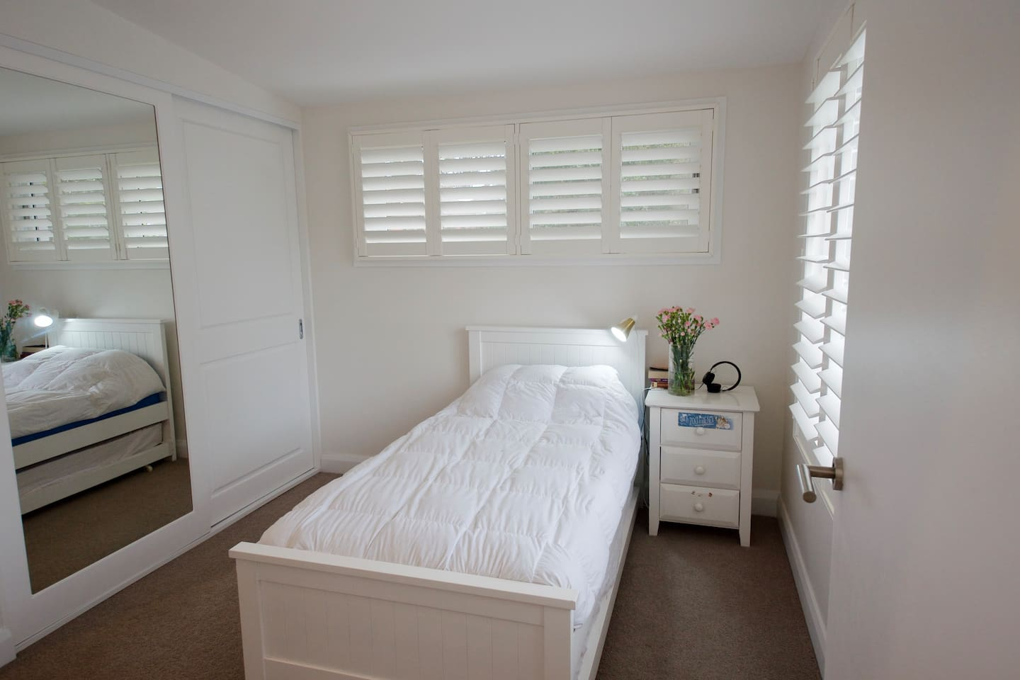 4th bedroom with single bed and trundle bed