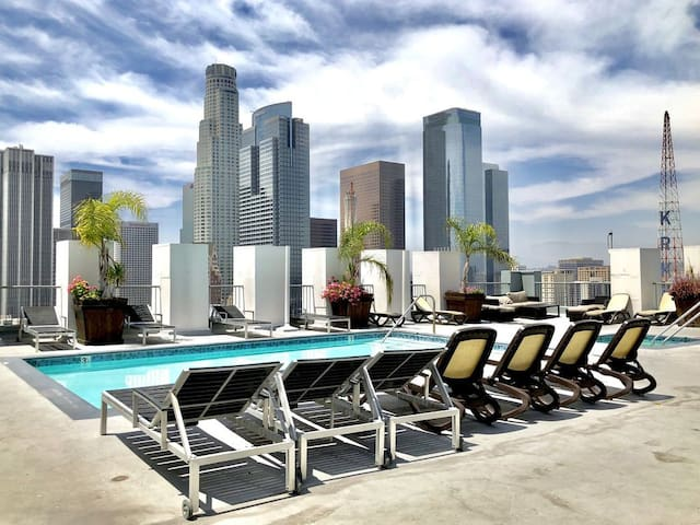 THE Perfect Stay! Chic DTLA 2 BR Loft Rooftop Pool