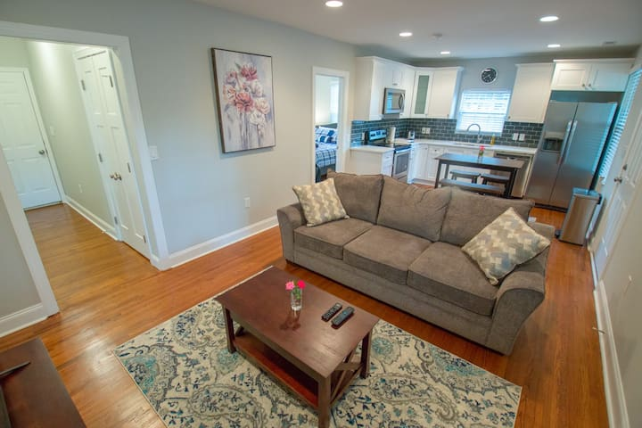 Lily - Remodeled Bungalow 2mins  Uptown & Panthers
