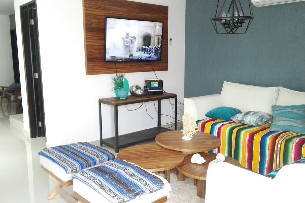 """Sala muy comoda con Smart  tv 49"""" y sky"""