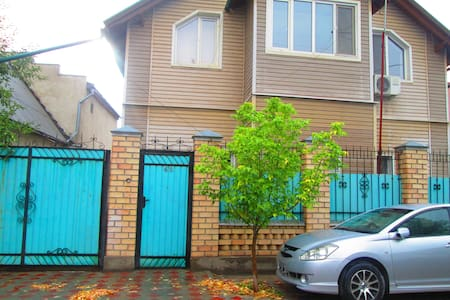 Guest House on Orlovskaya 43 - Bishkek - Szoba reggelivel