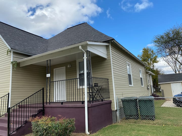 Lowe Mill Stay 3BR, 2bath, newly renovated