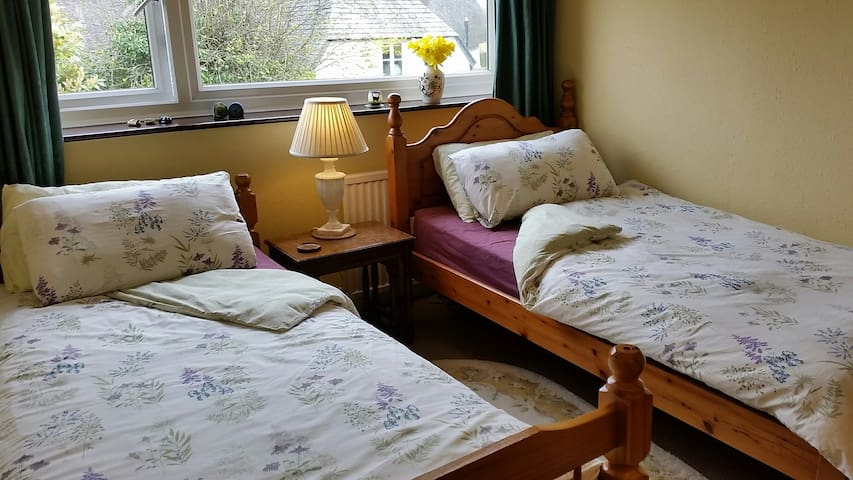 The Bolt Hole & Quality Breakfast, Twin Bedroom.