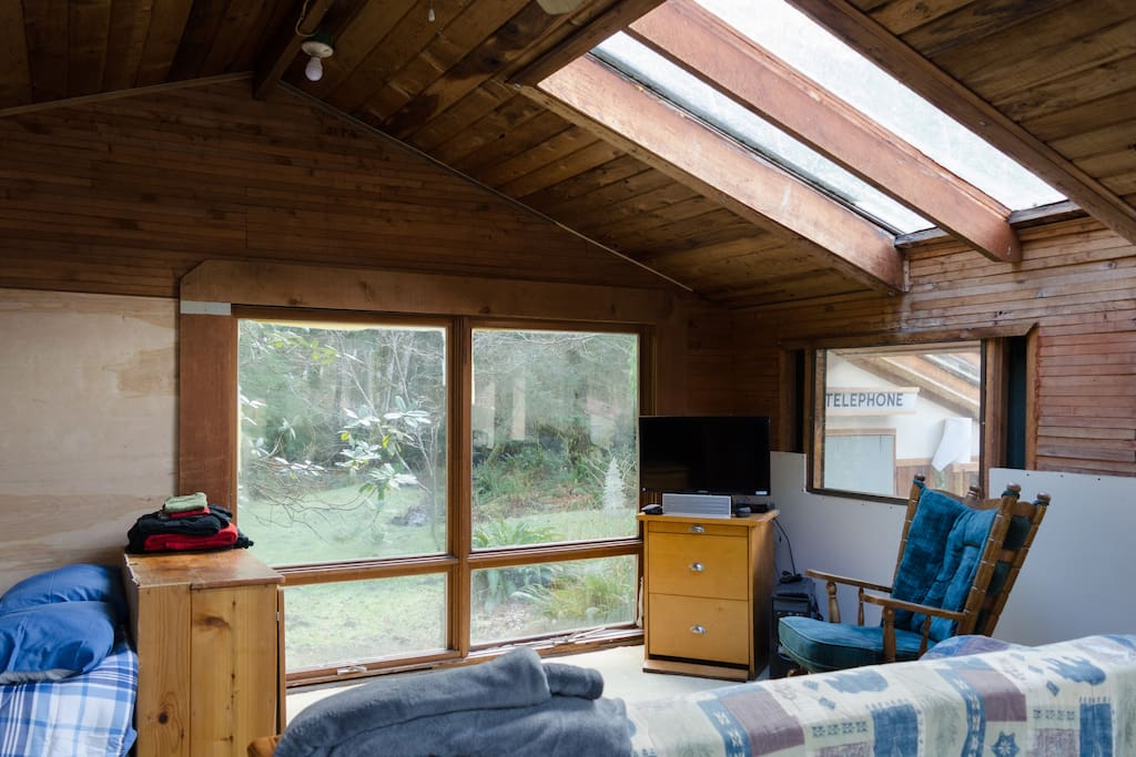 Main bedroom without the king bed configuration- LOTS of sleeping options for your group!