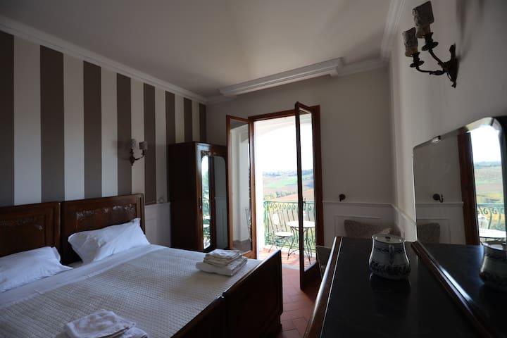 """Camera """"Federico"""" vista panoramica e bagno privato"""