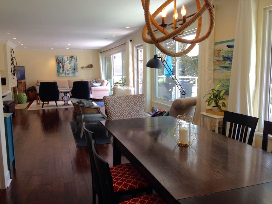 Spacious, bright living and dining room