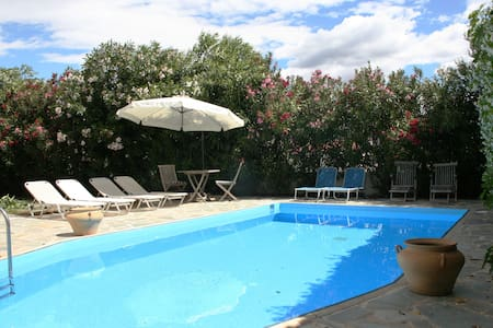 Stylish Villa, Private Pool, 4 Bedrooms, Wi-Fi, - Nafplion