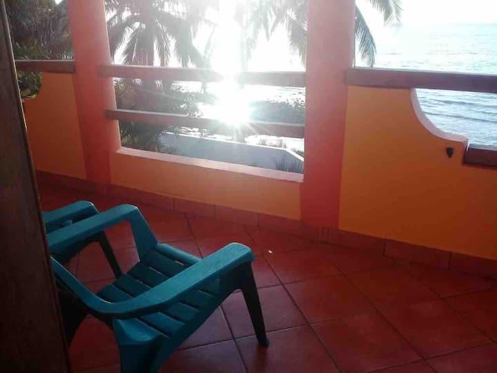 Casa Valorien, Beautiful Oceanview, Private Beach!
