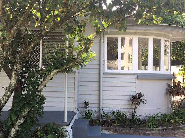 MINNIES   Cottage in Maroochydore - Maroochydore - Casa
