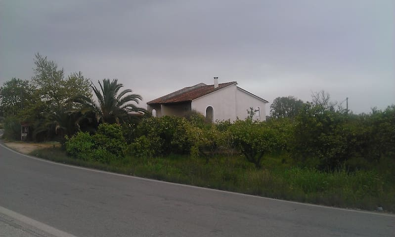 Lovely country house surrounded by Orange trees @ Kalamata suburbs - Velika - Casa