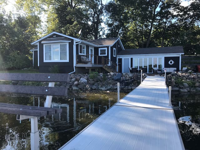 *NEW* Pure Vida Cottage on the shore of Oscar Lake