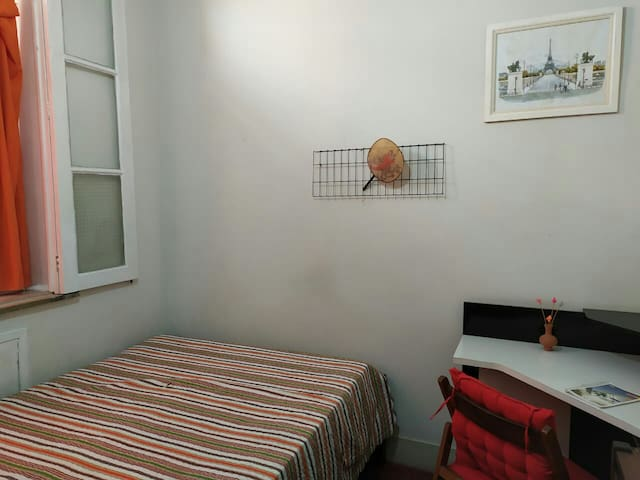 Room in the Tijuca Neighborhood - great location