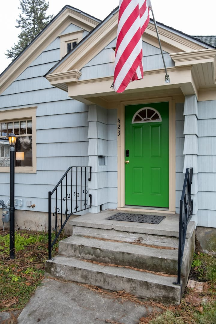 Lovely and spacious green door duplex