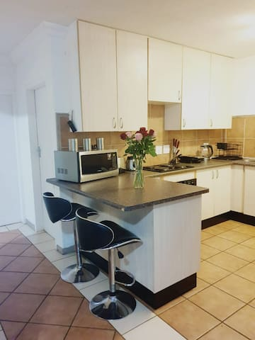 Serene apartment 8km to Menlyn Mall