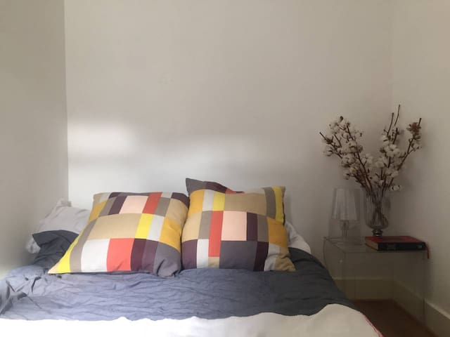 Double room in a great location, Brixton, Zone 2