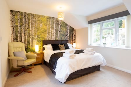 THE FOREST KING SIZE BEDROOM WITHIN LUXURY HOUSE