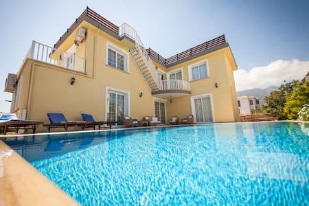 Stunning 4 bedroom luxury villa - Karaoğlanoğlu - 独立屋