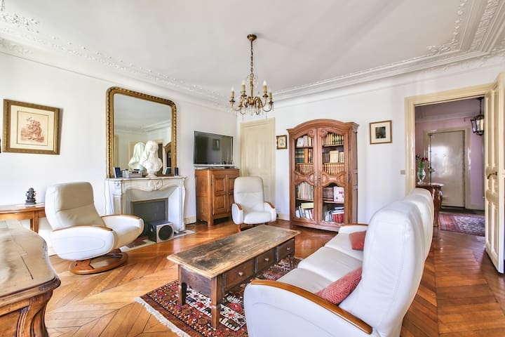 Exceptionnal Flat Right In Front Of Gare Du Nord !