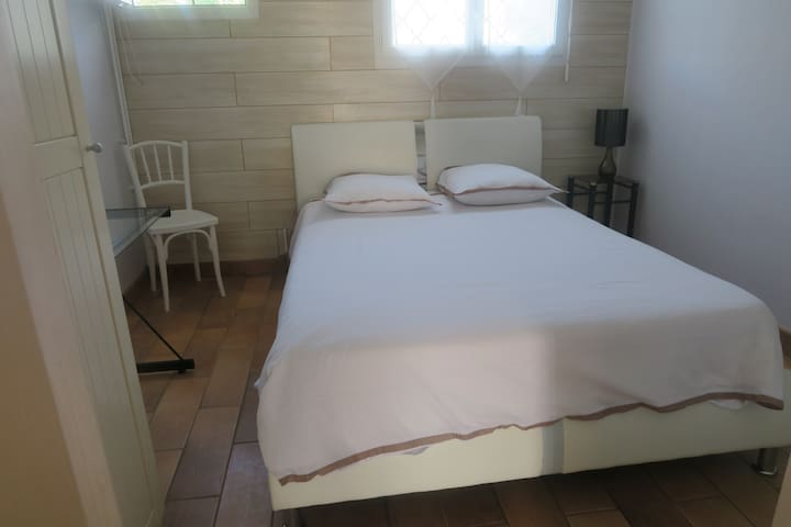 Bedroom(bed160x200) +bathroom+Breakfast+parking