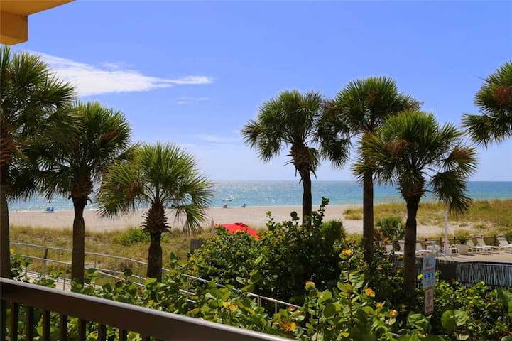 King Suite with Beach View Balcony - Nicely Updated Throughout - Free Wifi - 239 Surf Song - #239 Surf Song Resort