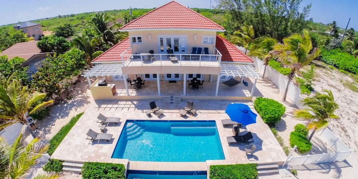 In Harmony: Beachfront Villa w/Private Pool, Outdoor Kitchen, and Free Kayak!
