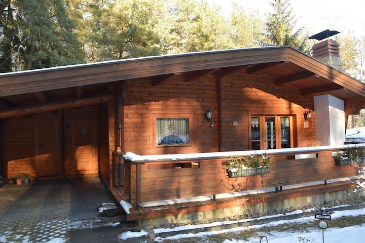 Kleines Haus am Wald mit Bootsbenutzung