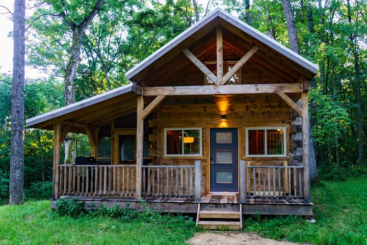 Brand new private luxurious cabin near Viroqua.