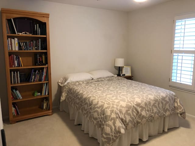 Private Suite in Highlands Ranch- No cleaning fee!