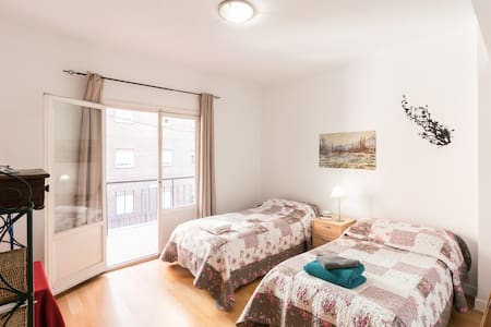 LOVELY & COSY TWIN BEDS IN RETIRO:) - Madrid - Rumah